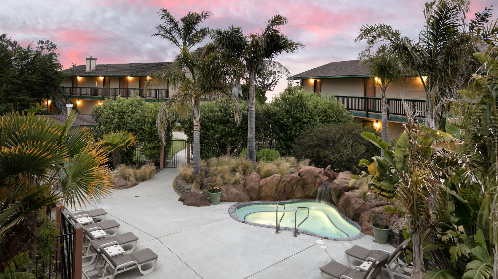 Secluded spa and jacuzzi during sunset at Sea Pines Golf Resort in Los Osos