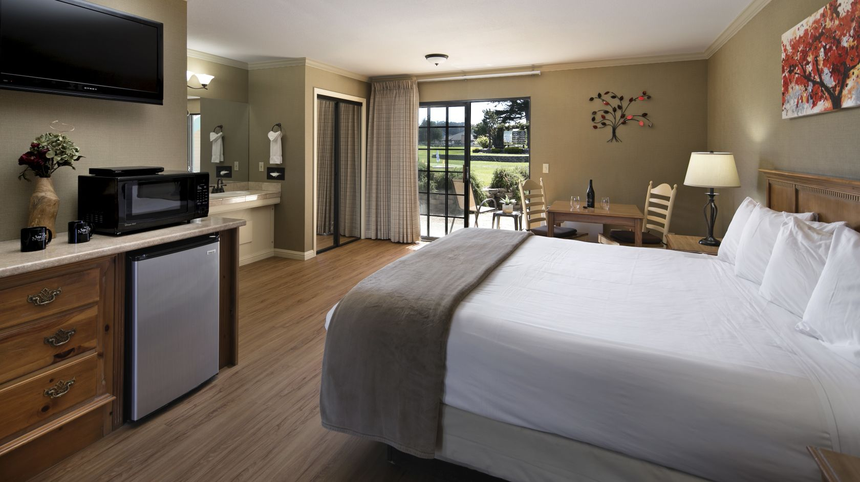 Deluxe King room with wet bar and patio at Morro Bay hotel, Sea Pines Golf Resort